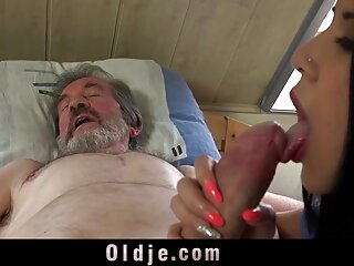 Hot hindi mein sexy film søte suger med cum gammel ung mann i munnen